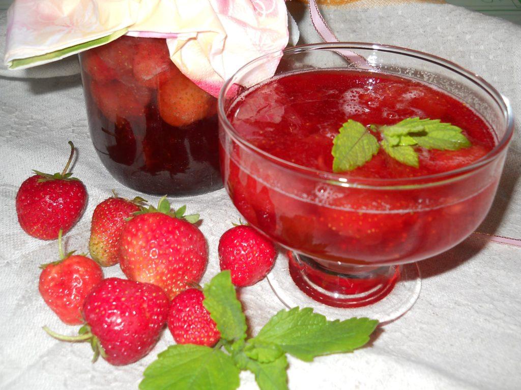 Готовим сочное клубничное варенье без варки ягод