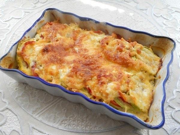 Аппетитные кабачки с помидорами и сыром