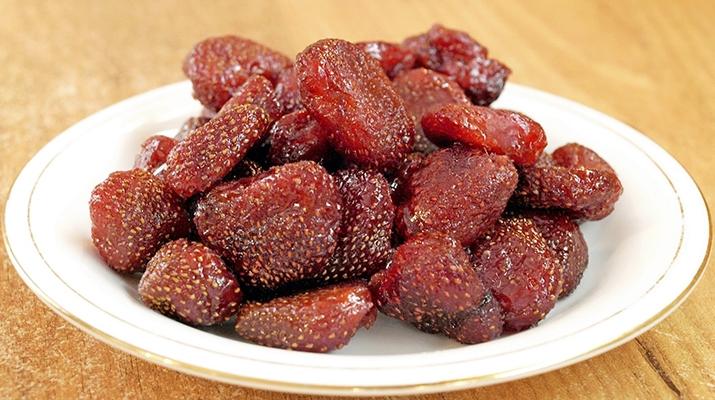 Вкусное лакомство - цукаты из клубники
