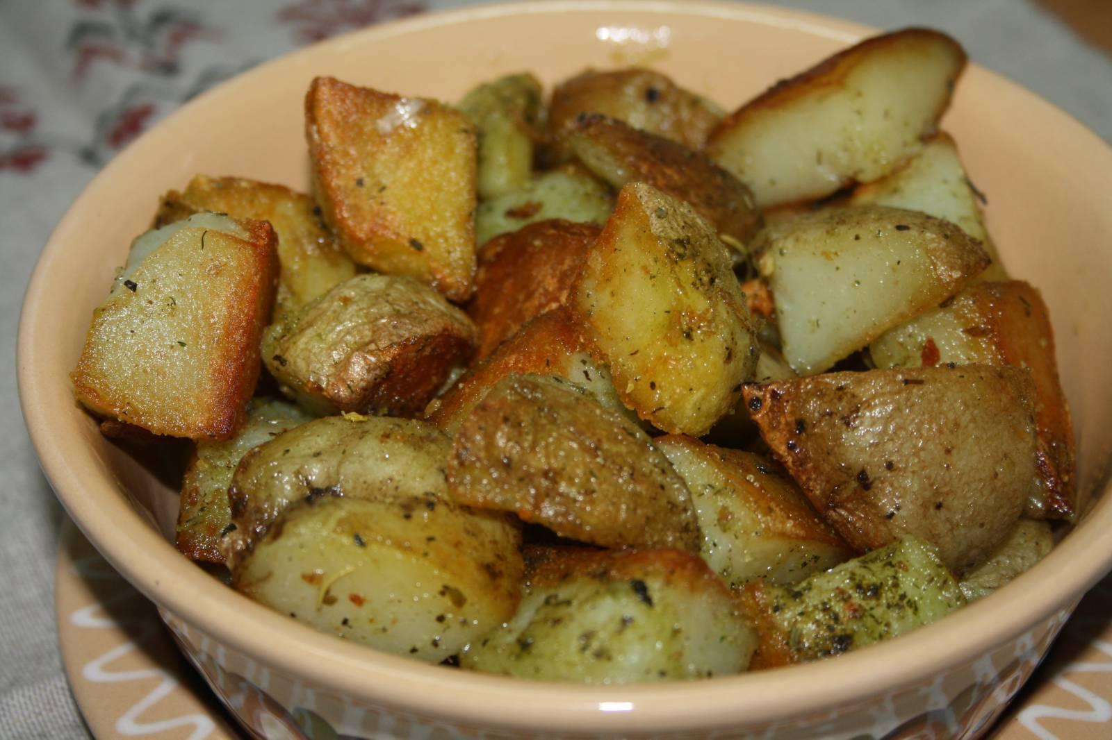 Ароматный запеченный картофель в чесночном масле