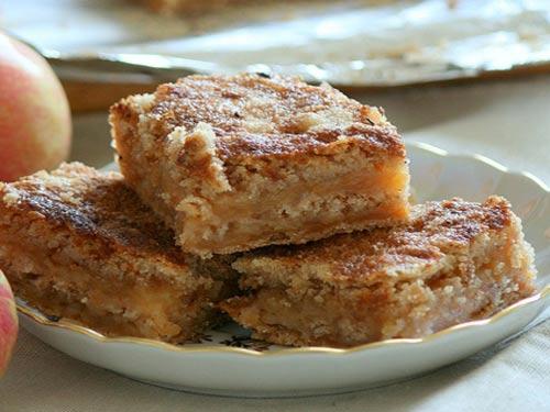 Сочный сыпучий пирог с яблочной начинкой