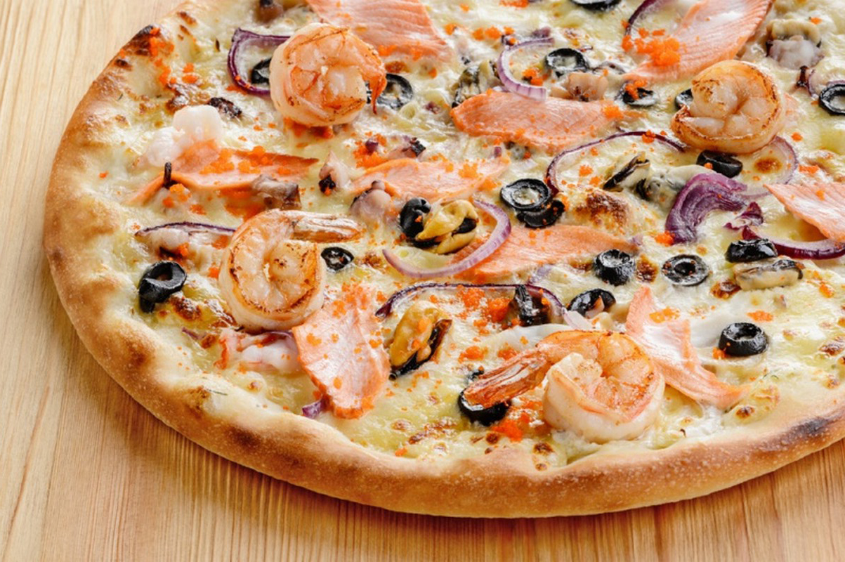 Сочная мясная пицца с грибами