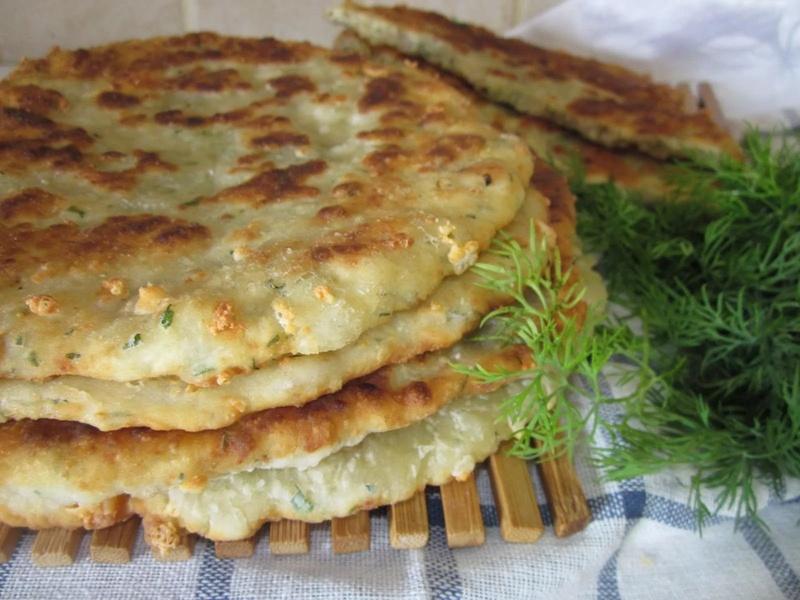Ароматные лепешки с зеленью по-кавказски
