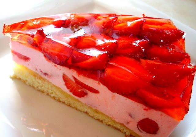 Изумительный бисквитный десерт с клубникой