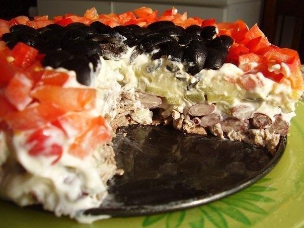 Оригинальный праздничный салат из простых ингредиентов