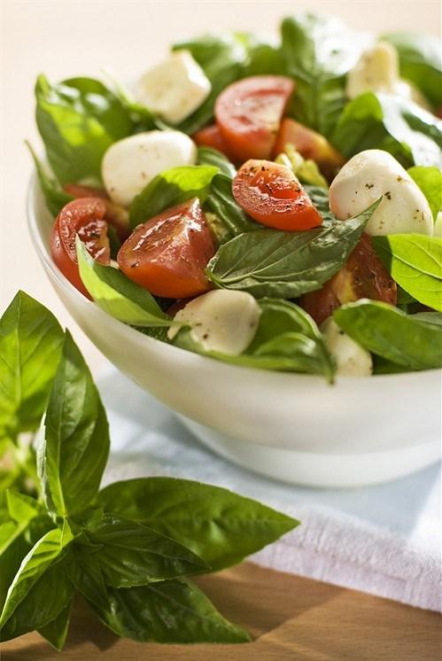 Заправка для салата из помидор и моцареллы
