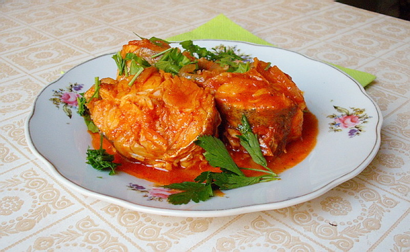 Нежная тушеная рыбка с томатами по-сицилийски