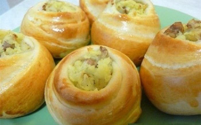Оригинальные пирожки из картошки в форме розочки