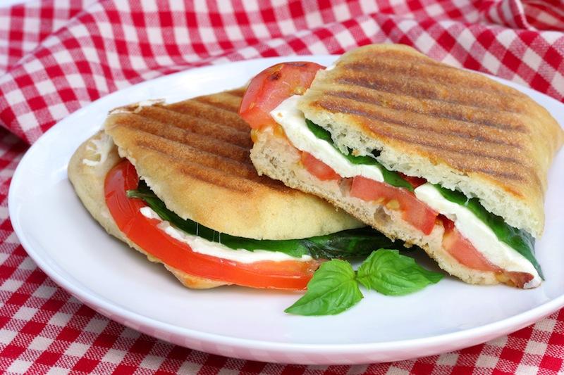 Восхитительные горячие бутерброды с моцареллой