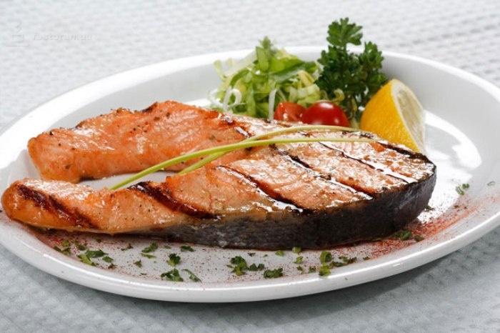 Ароматный шашлык из рыбы без добавления масла