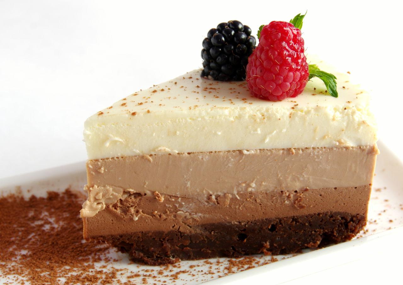 """Всеми известный нежный тортик """"Три шоколада"""""""
