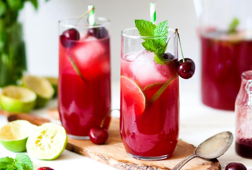Освежающий вишневый лимонад с лаймом