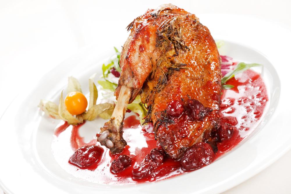 Аппетитная курица с вишневым соусом