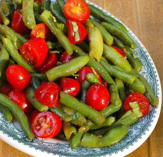 Невероятно полезный салат из помидоров и фасоли
