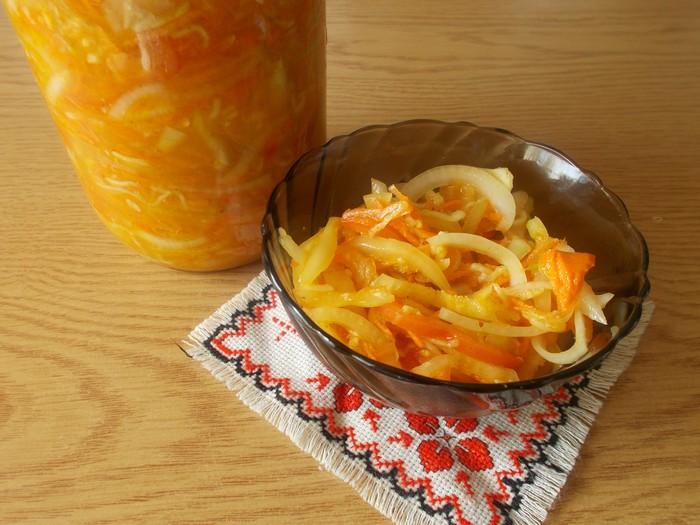 Сочный салат из кабачков на зиму