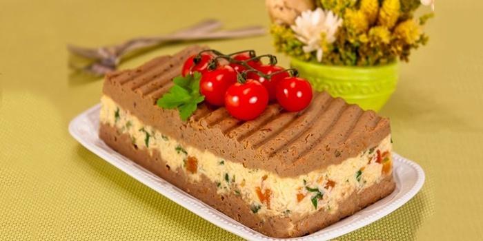 Нежный паштет с куриной печенью и сыром