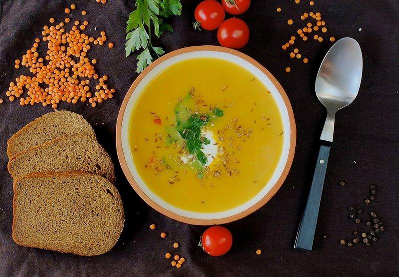 Низкокалорийный морковный суп с чечевицей