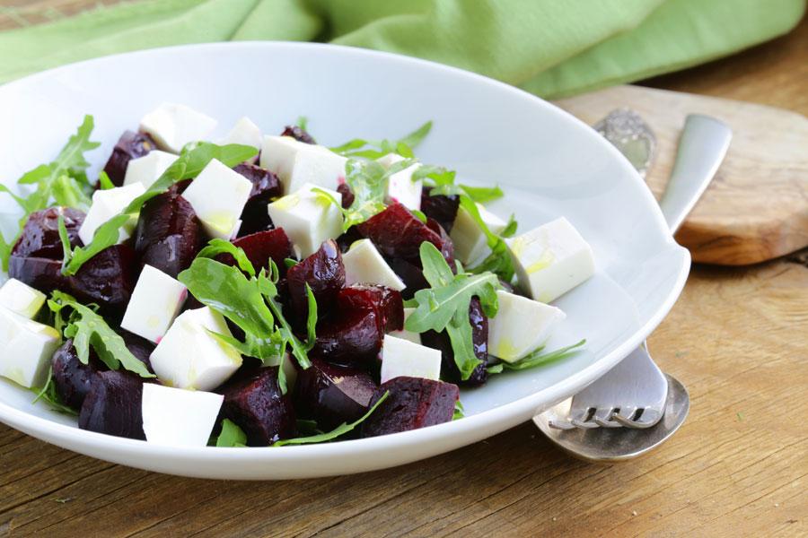 Восхитительный свекольный салат с сыром