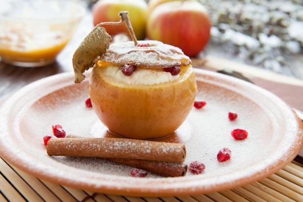 Печёные яблоки: 5 вкуснейших начинок