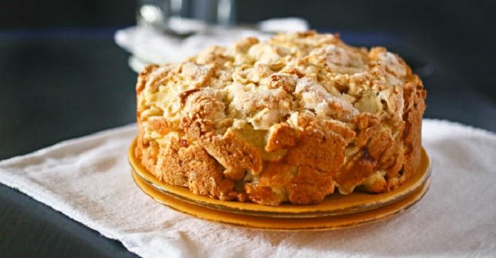 Ароматный яблочный пирог с курдом