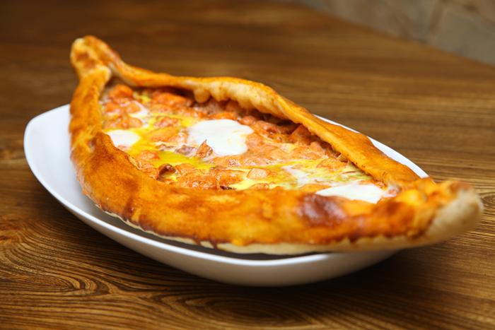 Вкуснейшее пиде с сыром и яйцом