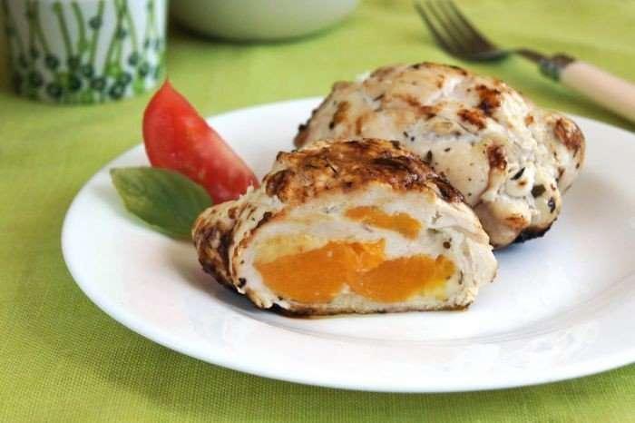 Оригинальная курица с абрикосами под соусом «Песто»