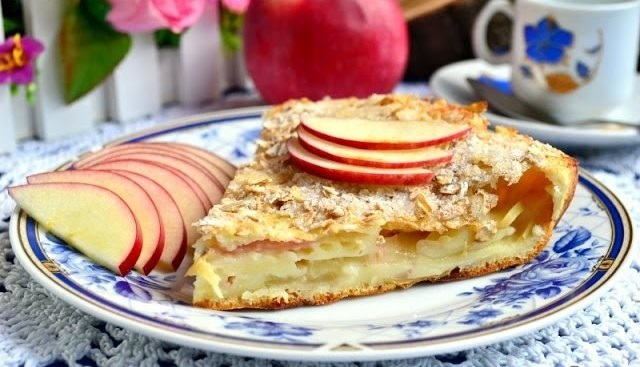 Изумительный заливной пирог с яблоками