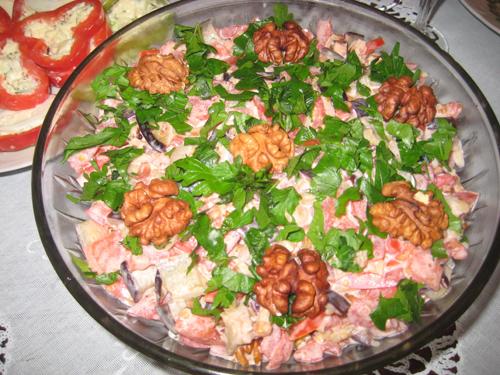 Оригинальный салат из баклажанов с грецкими орехами