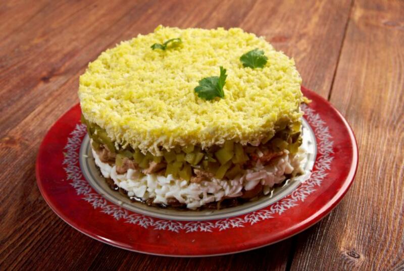Супер вкусный салат с печенью трески