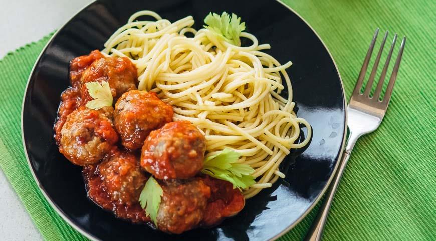 Простое, но очень вкусное блюдо - спагетти с фрикадельками
