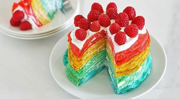 """Яркий и вкусный блинный торт """"Радуга"""""""