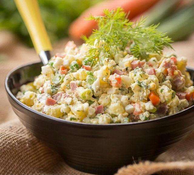 """5 секретов приготовления вкусного салата """"Оливье"""""""