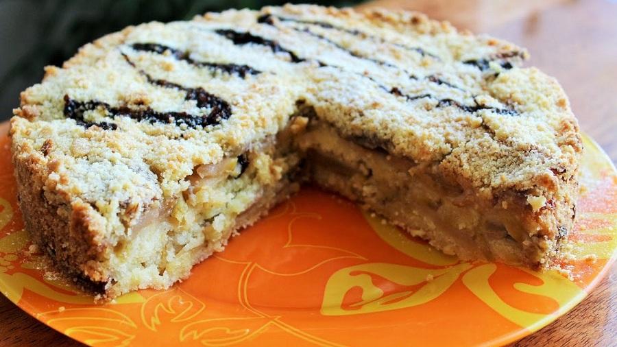 Быстрый яблочный пирог из сыпучего теста