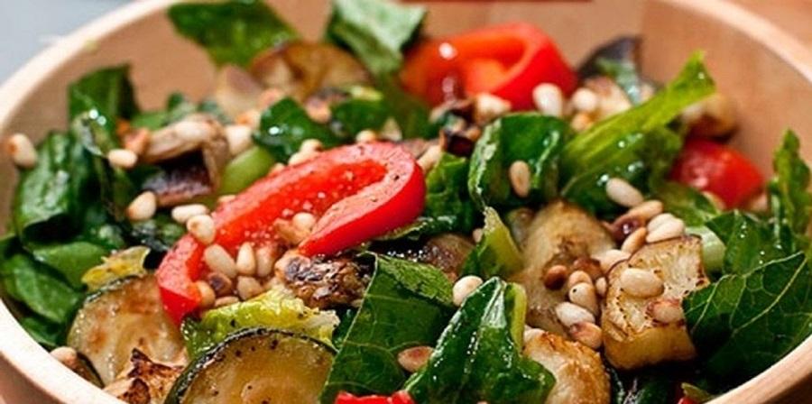 Аппетитный теплый салат из цукини
