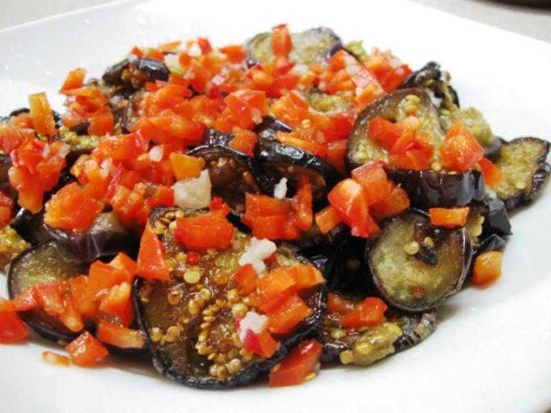 Салат «Огонек» из баклажанов с помидорами на зиму