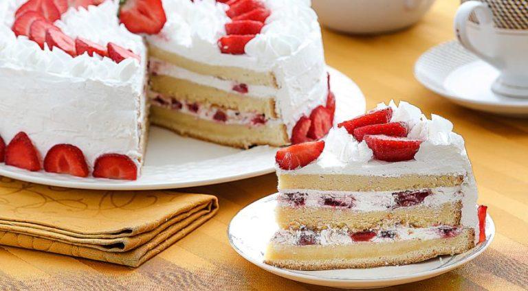 С какой начинкой сделать бисквитный торт