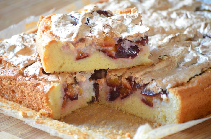 Изумительный пирог-перевертыш со сливами