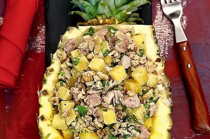 Обалденный салат из куриного мяса и ананасов