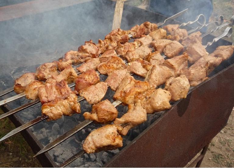 Обалденный свиной шашлык в кефирном маринаде