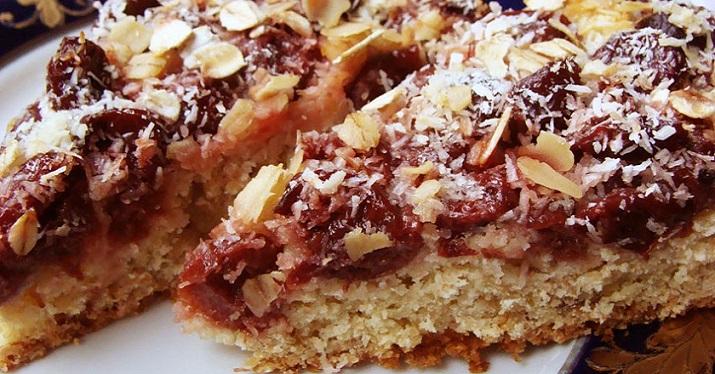 Изумительный пирог с вишней и овсяными хлопьями
