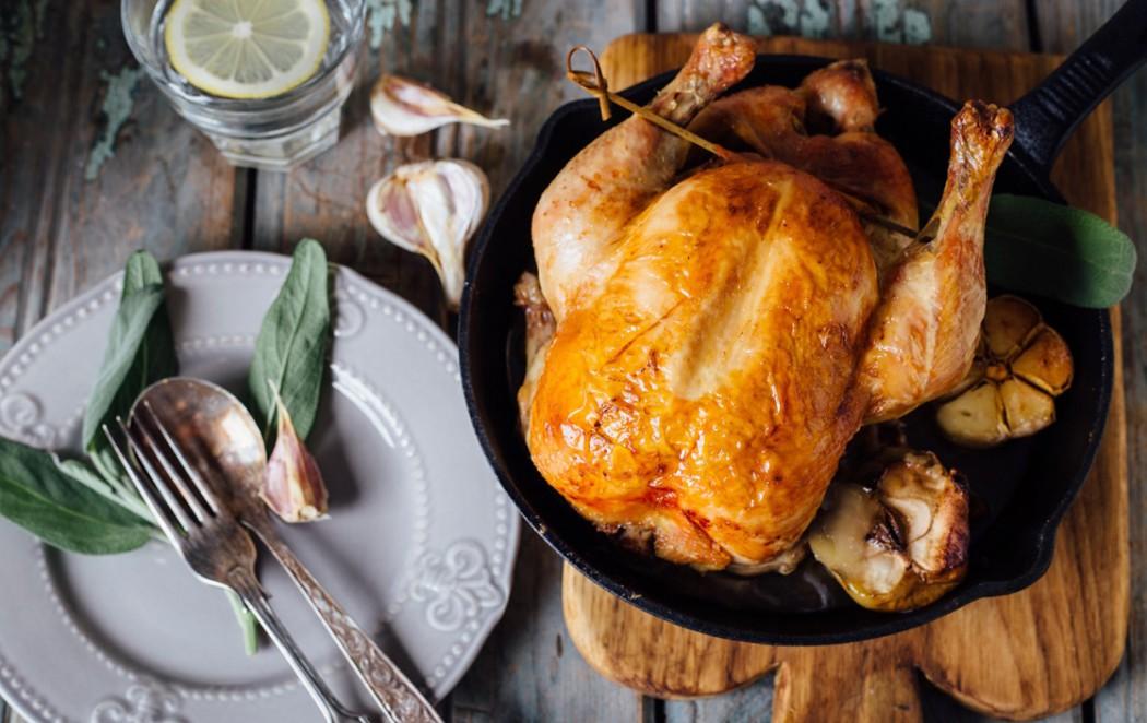 Изумительная запеченная курица с яблоками