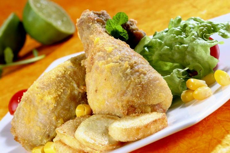 Отличный ужин из курицы в панировке и картофеля по-деревенски