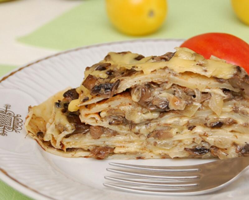 Аппетитный блинный пирог с грибами