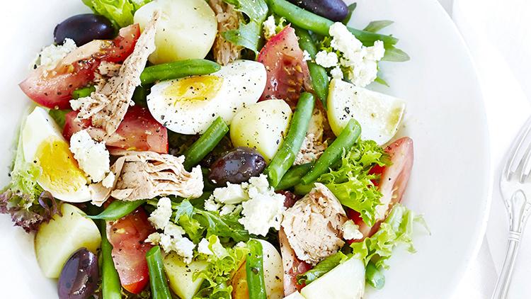 Изысканный салат «Нисуаз» с куриным филе