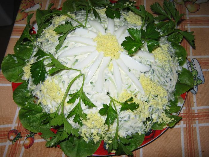 Бесподобный салат «Ромашки»