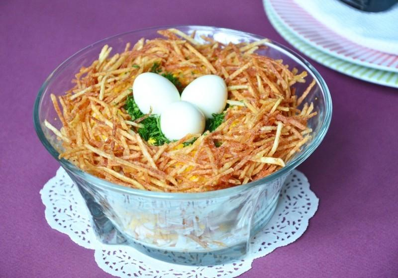 Салат гнездо глухаря с перепелиными яйцами пошаговый рецепт с