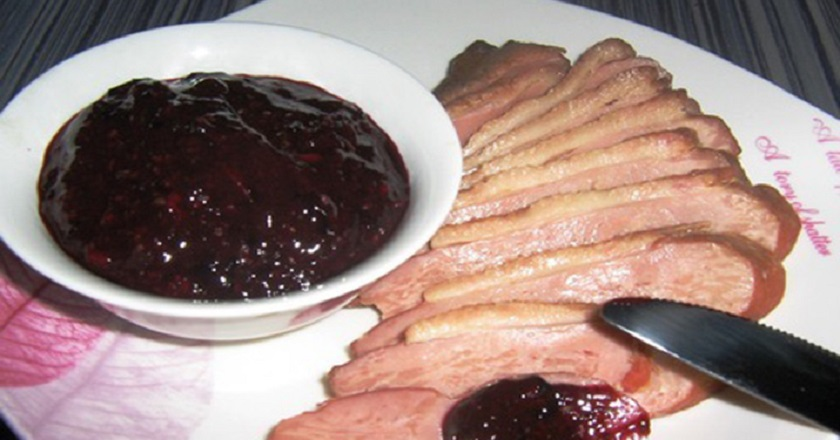 Острый соус из черной смородины (на зиму)