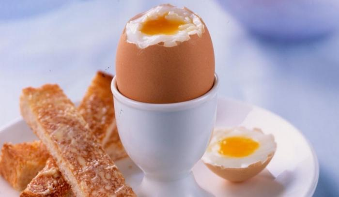 Готовим правильно яйца всмятку на завтрак
