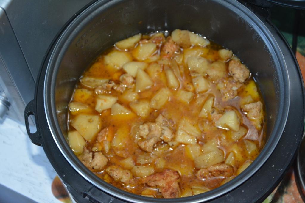 Восхитительная тушеная картошка с филе-готовим в мультиварке
