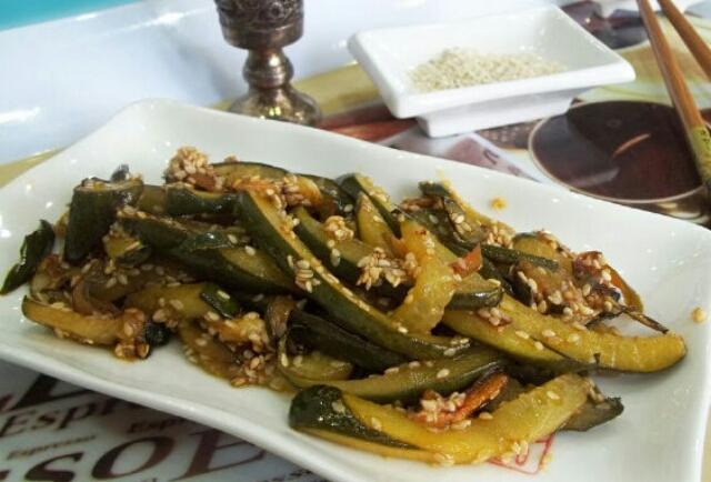 Обалденная закуска из жареных огурцов по-корейски